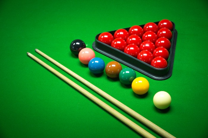 snooker cues and balls